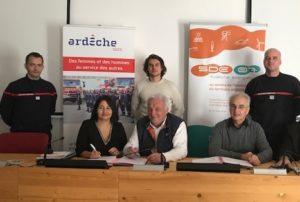 Signature convention volontariat Rémi BOUCLY 3